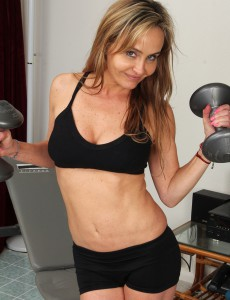 Taut Bodied and 44 Year Old Kelsey Majors  Opens After Working out